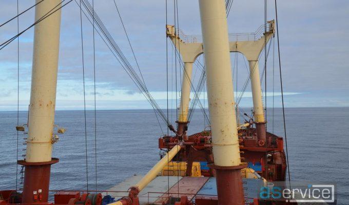 Судно Павел Корчагин идет по Северному морскому пути